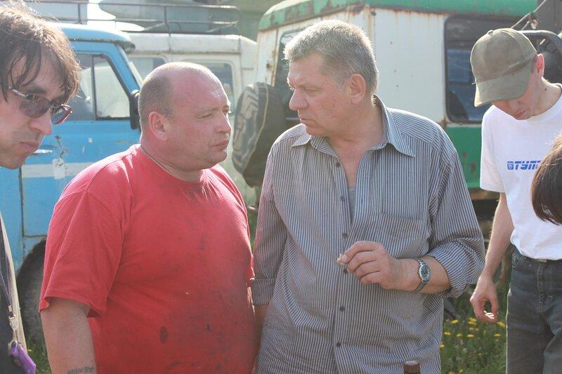 Сан Саныч делится опытом с Олегом