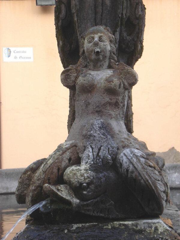 003-фонтан перед Дуомо.jpg