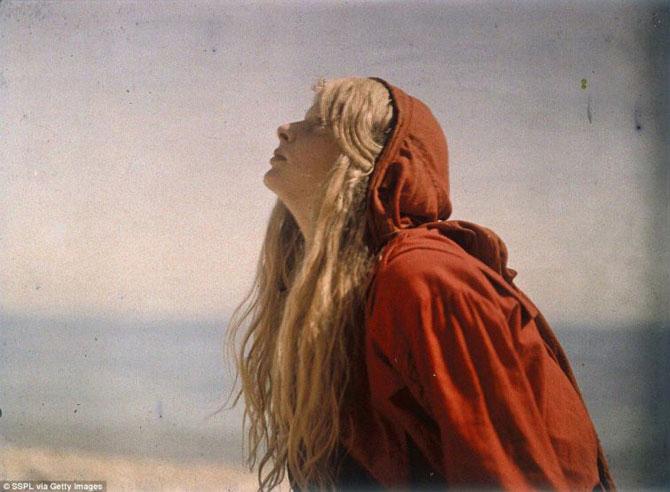 Цветная фотосессия девушки, снятая 100 лет назад