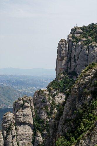 Вид на скалу с  крестом Святого Михаила.jpg