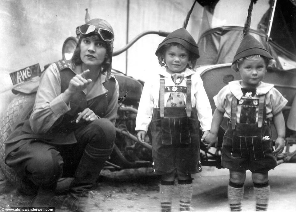 В первую поездку команда объездила 43 страны на четырех континентах: они увидели послевоенные Франци