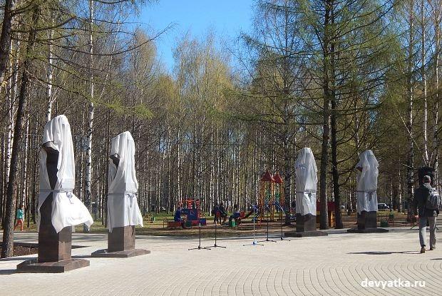 Памятники маршалам в парке Победы