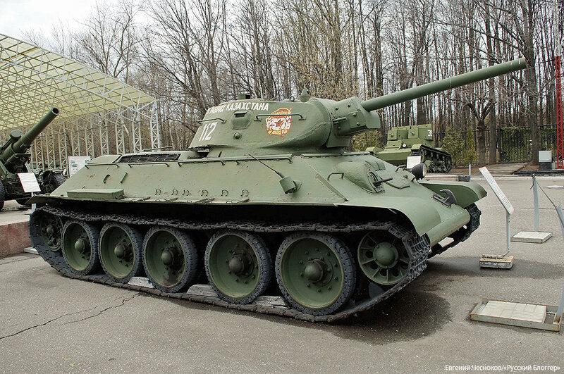 21. Музей ВОВ. 21.04.15.11.танк Т-34..jpg