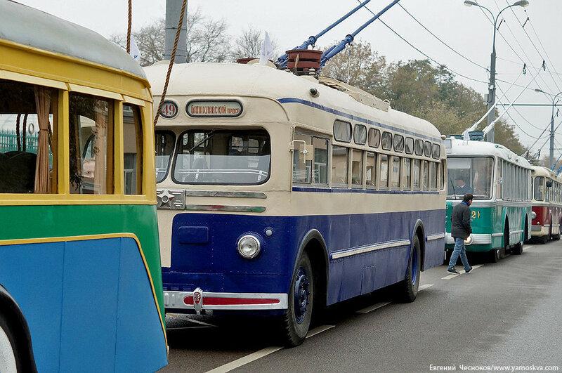 Осень. Парад троллейбусов. МТБ82Д. 24.10.15.00..jpg