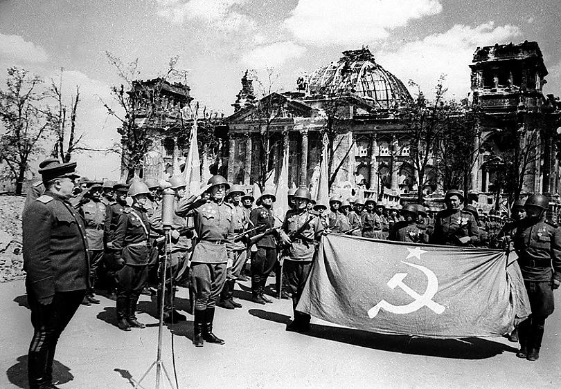 28-Проводы Знамени Победы в Москву, 1945 г.jpg