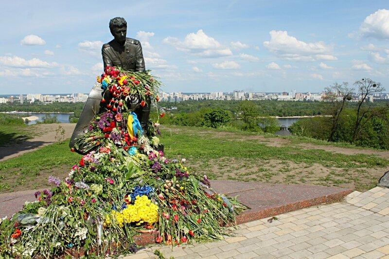 Памятник Маэстро - Леониду Быкову