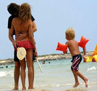супермодель Наталья Водянова на пляже с французским миллиардером Антуаном Арно