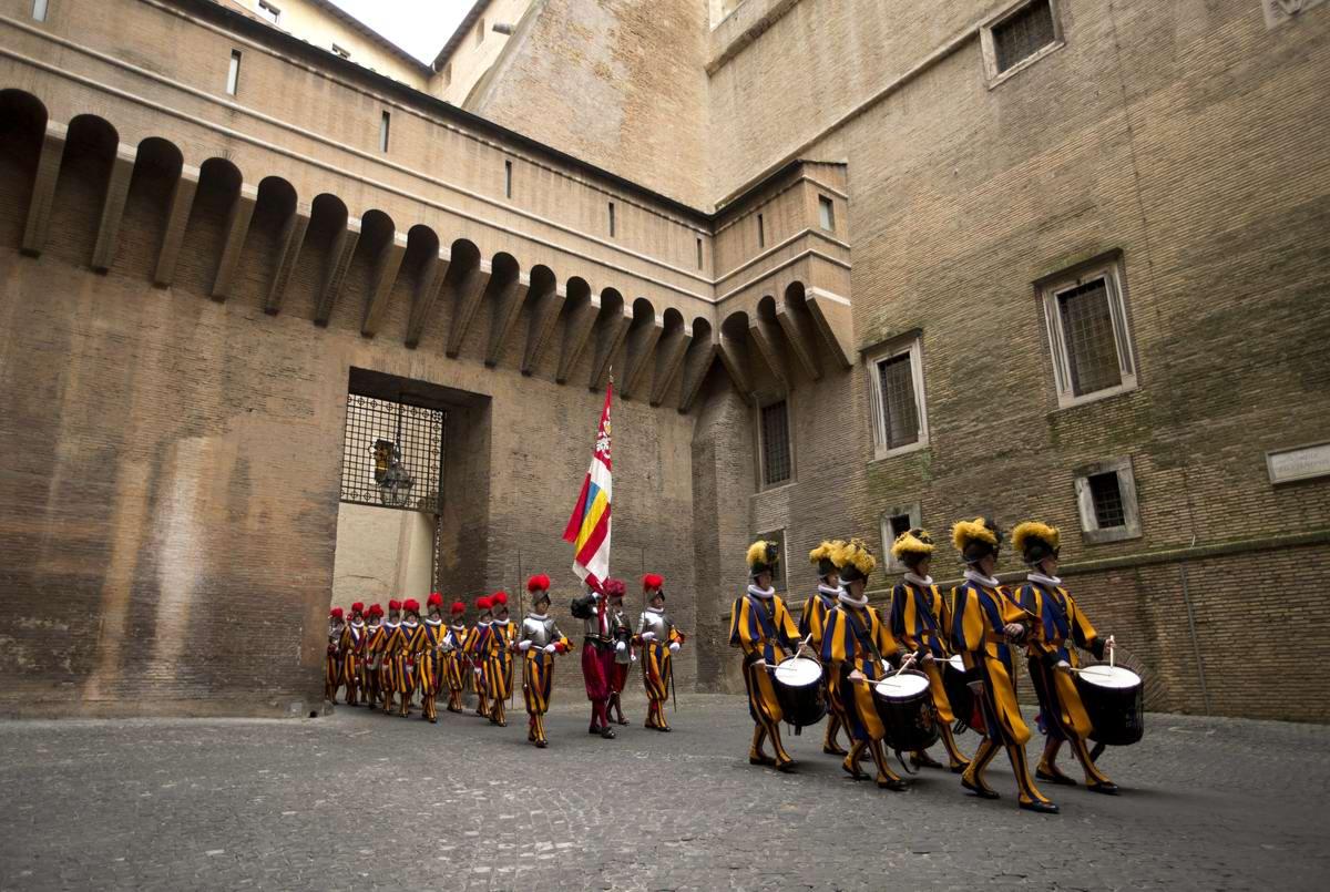 Швейцарская гвардия Ватикана: Новобранцы присягают на верность Папе Римскому (9)