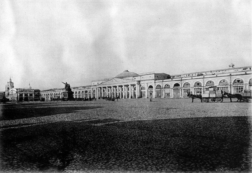 339981 Верхние ряды перед их закрытием в 1886 г. Фасад на Красной площади.jpg