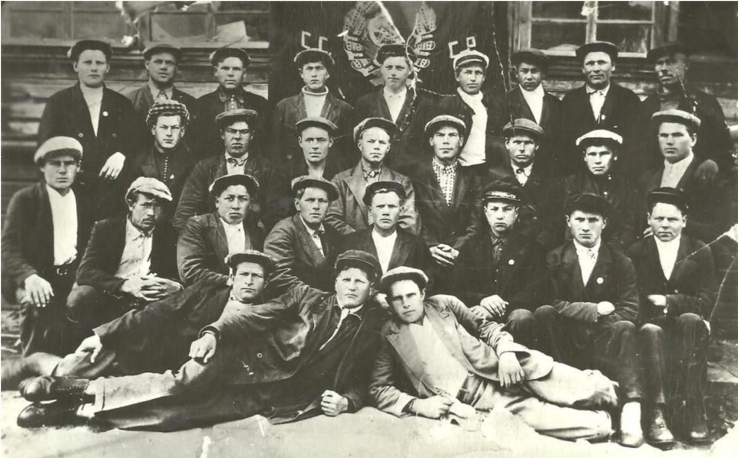 1932. Бригада погрузчиков биржевого цеха