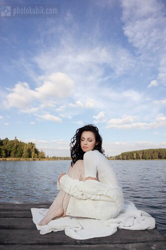 пленэр озеро модель  Осеннее озеро в лесу