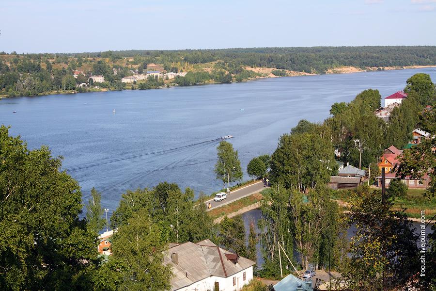 Волга и залив реки Шохонка в Плёсе