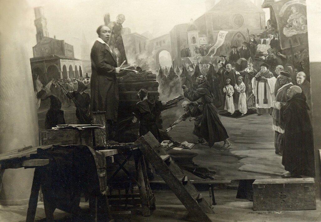 Евгений Николаевич Иванов в своей мастерской. 1930-е.