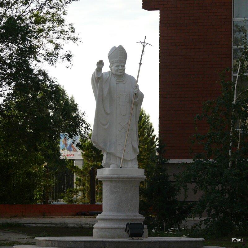 Астана. Памятник папе Иоанну Павлу II