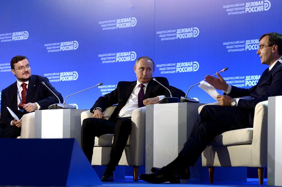 Путин на бизнес-форуме.png
