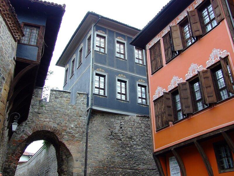 Дома на крепостных стенах
