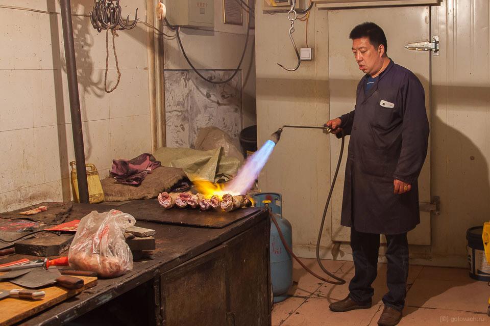 22. Всё подвергается термообработке. Китайцы ничего сырого из мяса не едят.