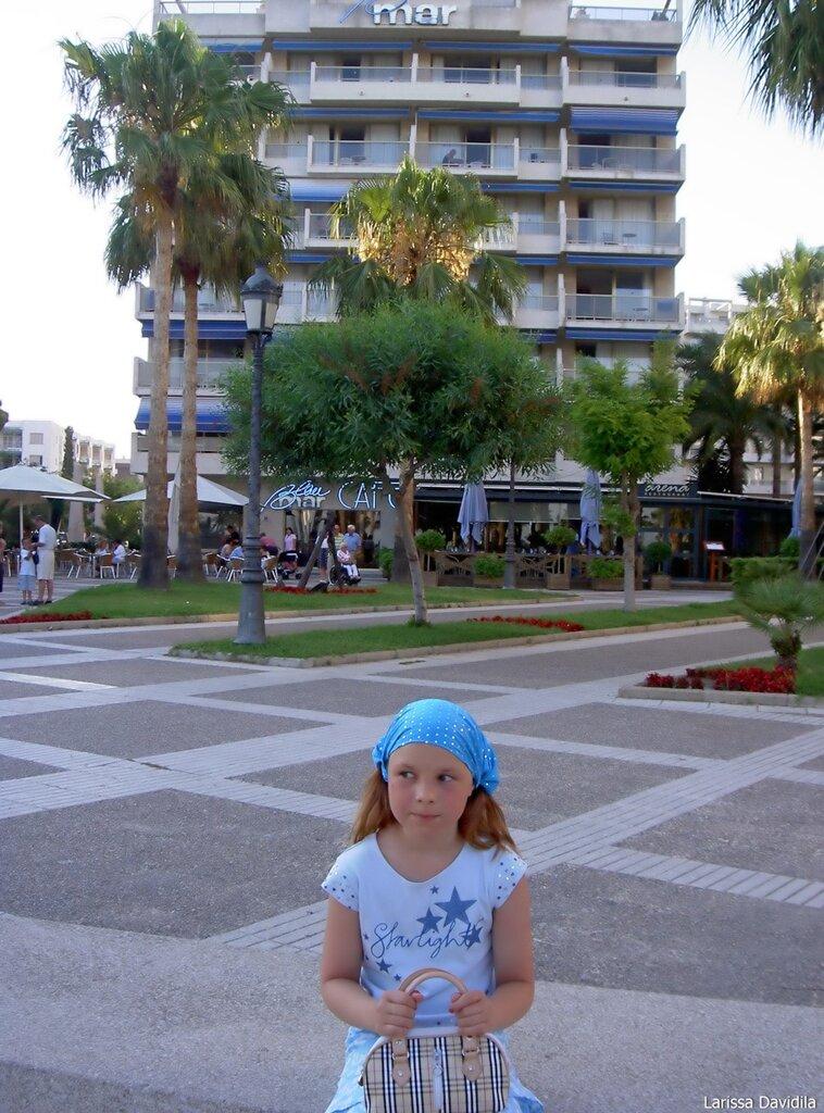 Перед отелем.