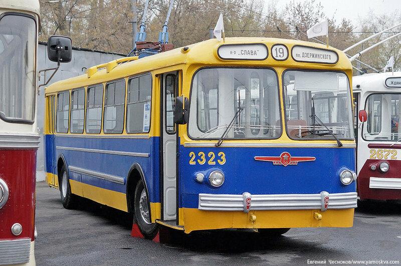 Осень. Парад троллейбусов. 24.10.15.02..jpg