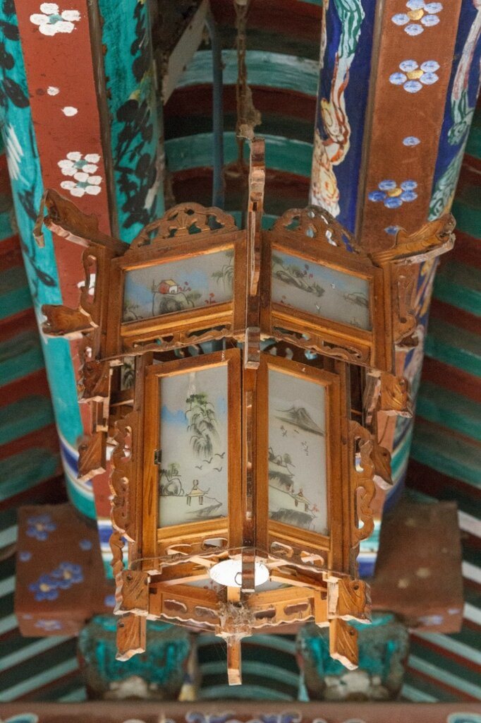 Фонарь в галерее, Китай, Пекин, Гунванфу, резиденция князя Гуна