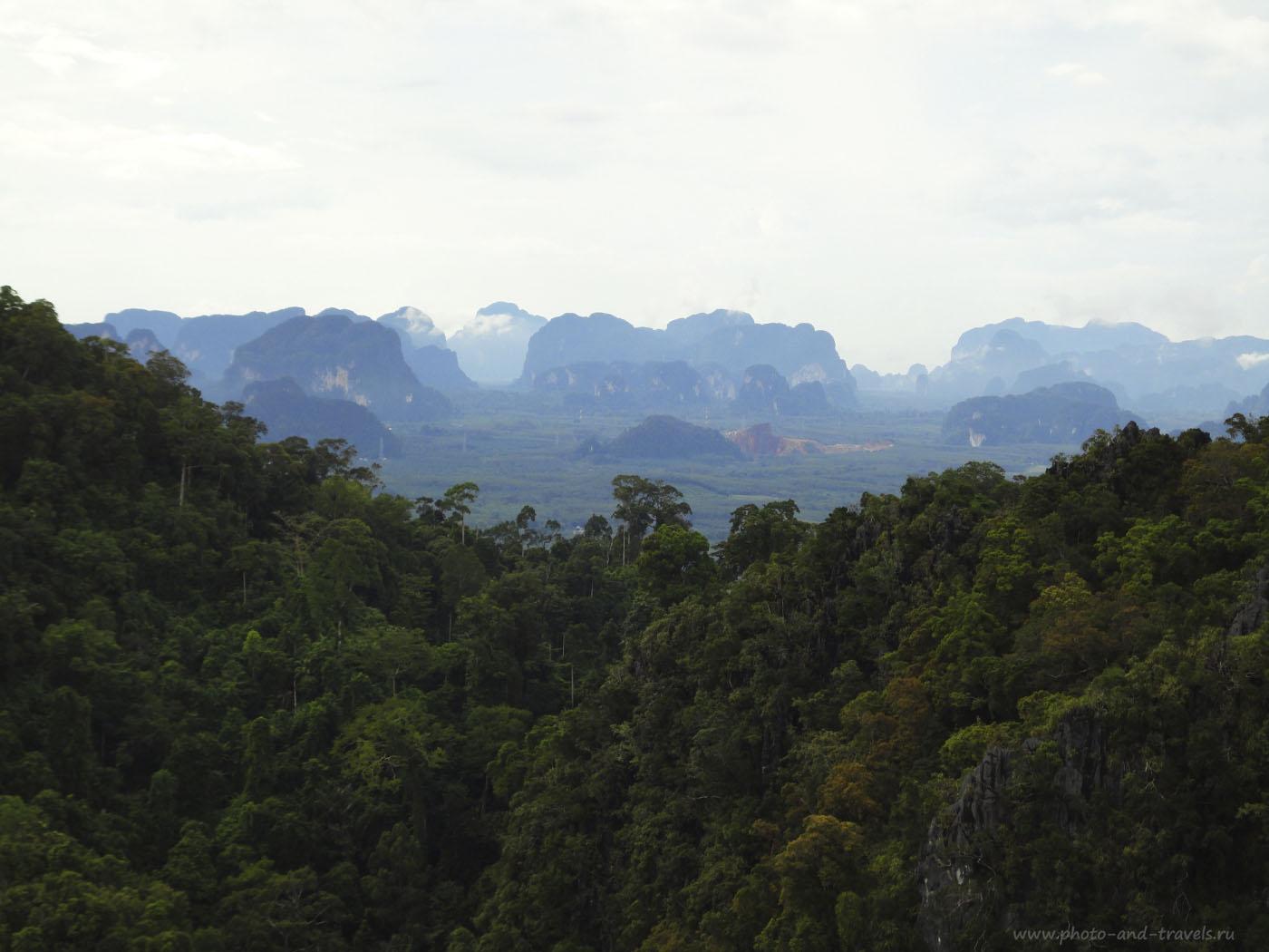 Фотография 8. Отзывы туристов об экскурсиях в провинции Краби. На полуострове имеется несколько национальных парков, куда можно отправиться в поход самостоятельно. Вот такой вид открывается с вершины горы Тигриного Храма.