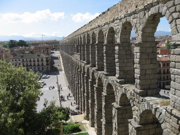 Акведук Эль Пуэнте (El Puente). Испания