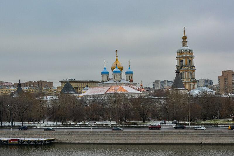 Вид на Новоспасский мужской монастырь.jpg