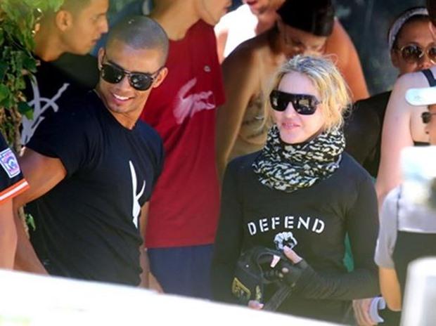 Фотографии Мадонна с золотыми зубами за 30 тысяч долларов