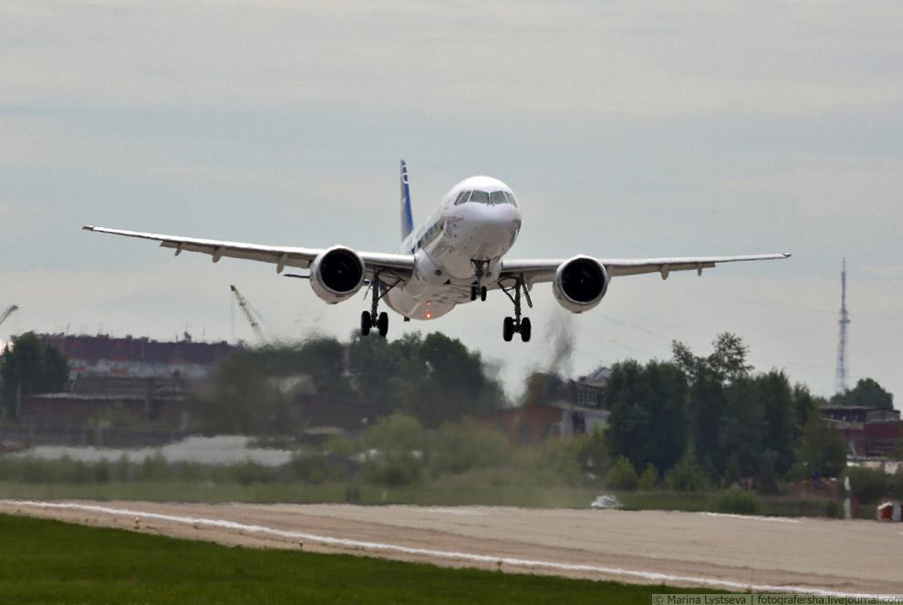17. План полета включал проверку самолета на устойчивость и управляемость, а также на управляем