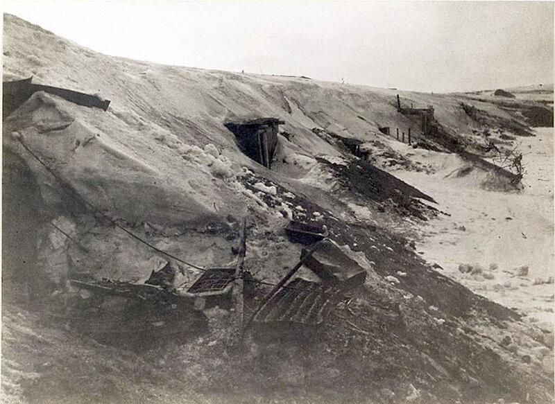 Фото С.Н. Струнникова: Фашистские укрепления на берегу Волги.
