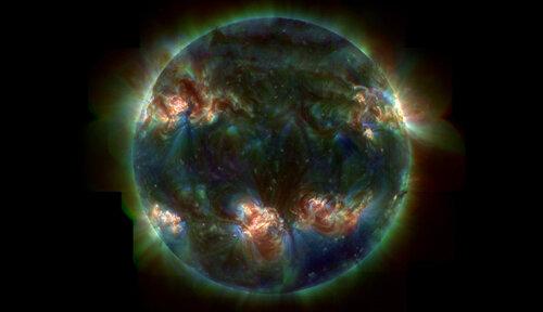 Корона умеренно активного Солнца
