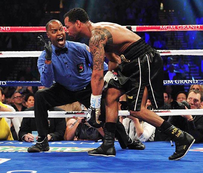 спортивный год 2011 - боксерский поединок между Мэнни Пакьяо и Шейном Мосли