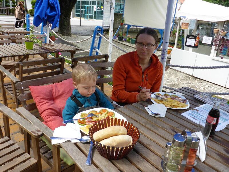 обед в ресторане в Врнячка Баня