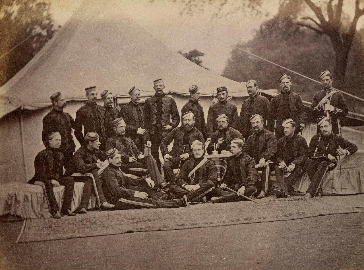 33. Принц Уэльский с офицерами 10-го Королевского гусарского (Личного Его Высочества Принца Уэльского) полка