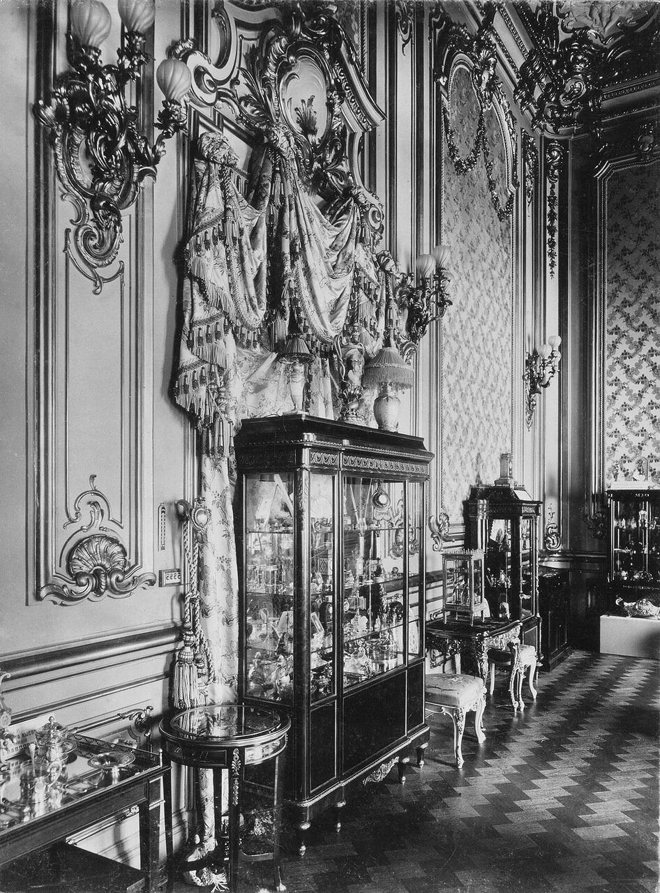 Выставка изделий фирмы Фаберже. 1902