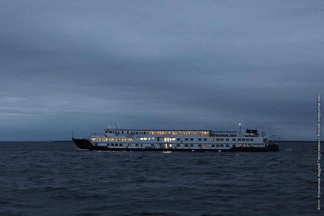 принцесса анабелла в ладожском озере вечернее фото