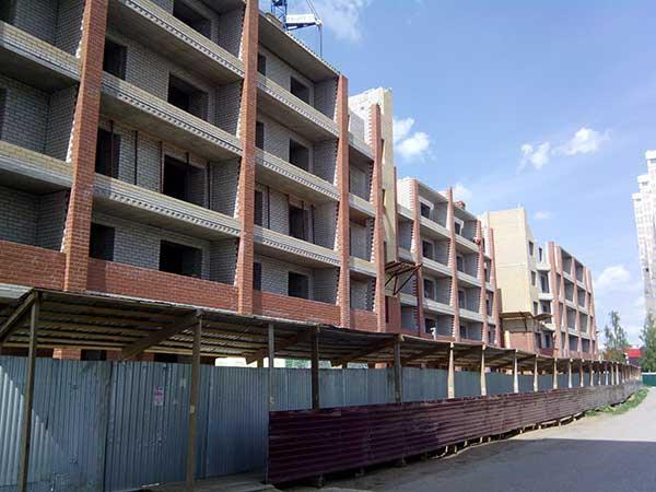 Объёмы новых жилых площадей резко сокращаются