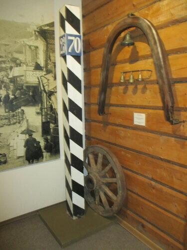 Верстовой столб и дуга