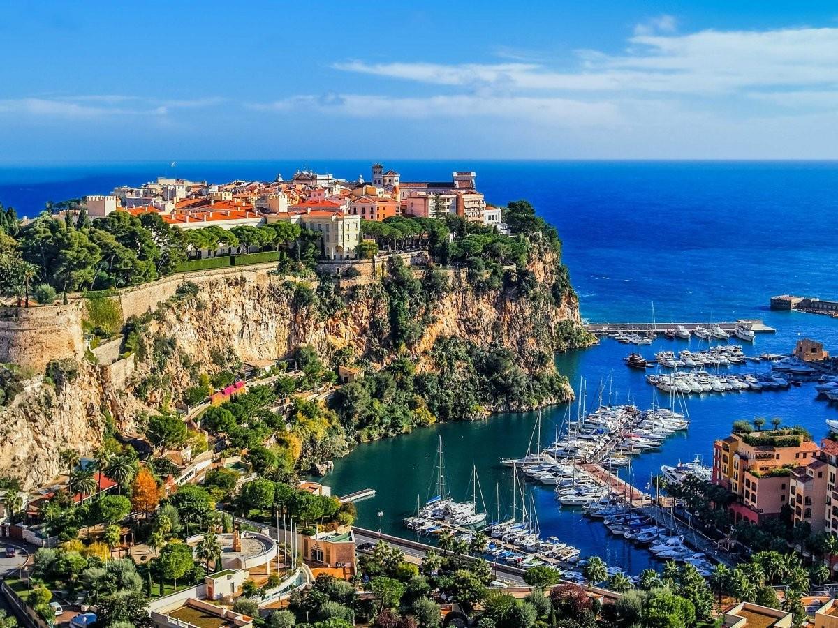 55. Проверьте свою удачу в Port de Monaco, куда приходят поиграть миллиардеры.