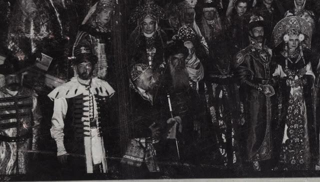 В качестве дополнения к костюму использовали подлинный жезл царя Алексея Михайловича. Пуговицы и наш