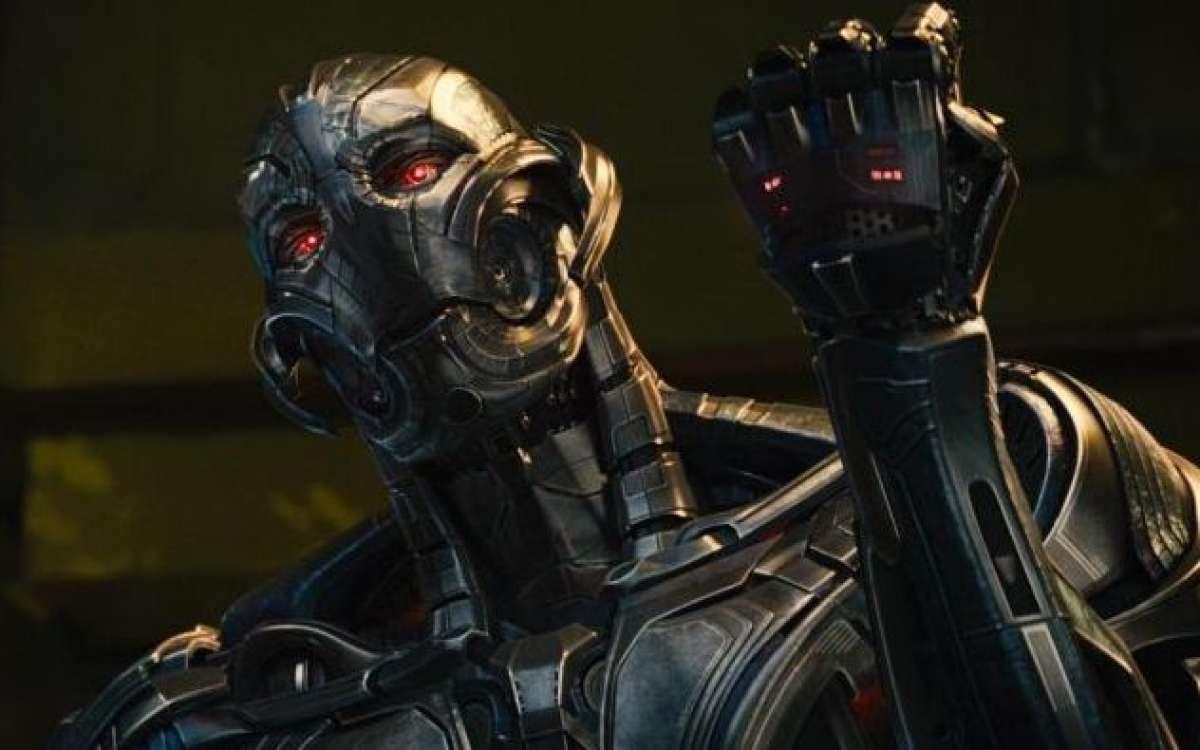 Железный человек — Тони Старк — и профессор Брюс Беннер ака Халк находят в одном из камней бесконечн