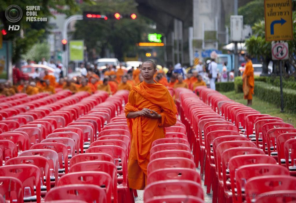 Буддийские монахи в преддверии праздника Весак (11 фото)