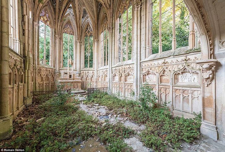 Заброшенная церковь во Франции.