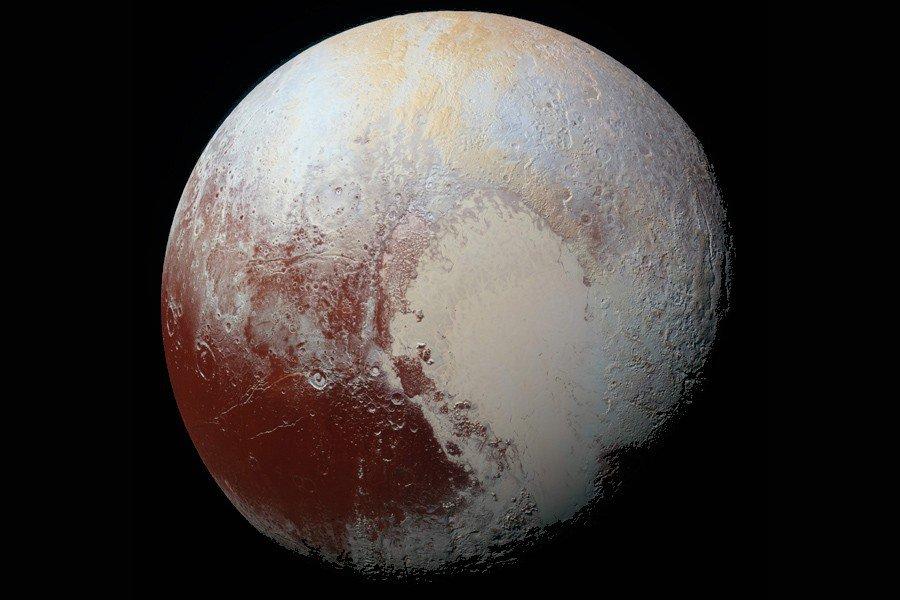 NASA показало новые кадры Плутона