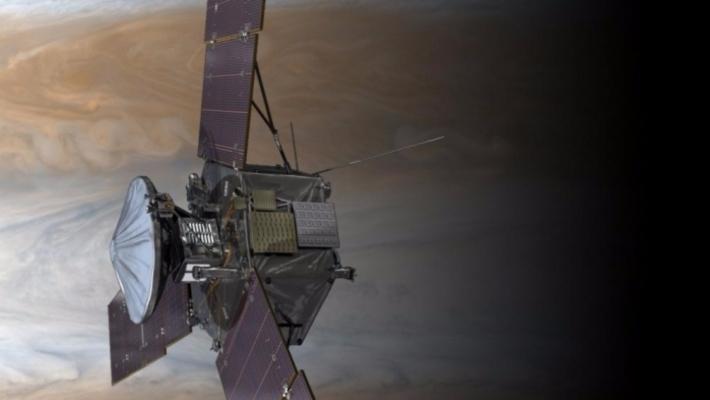 Зонд NASA сделал фотографии «преследовавшей» его миниатюрной планеты