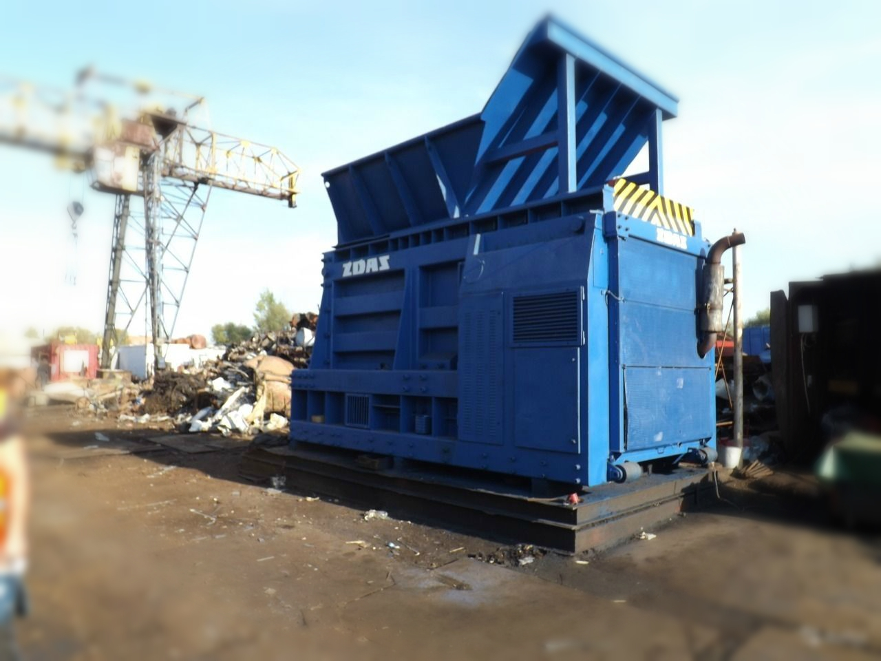 container press shear with vertical container