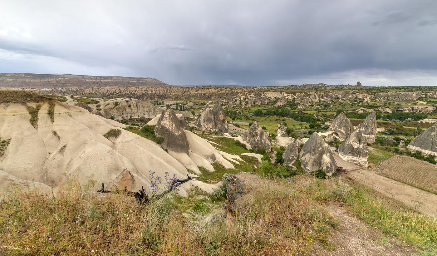 Фотография 12. Манящие долины Каппадокии. Вид со смотровой площадки в Göreme. Самостоятельный отдых в Турции. HDR, Samyang 14mm f/2.8.