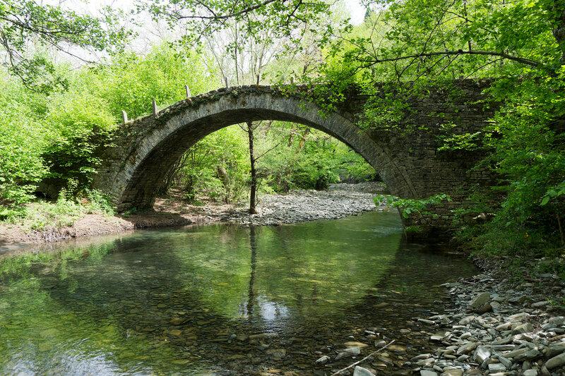 Стариный каменный мост на тропе O3 Кипи - Дикорифо (Kipoi - Dikorifo)