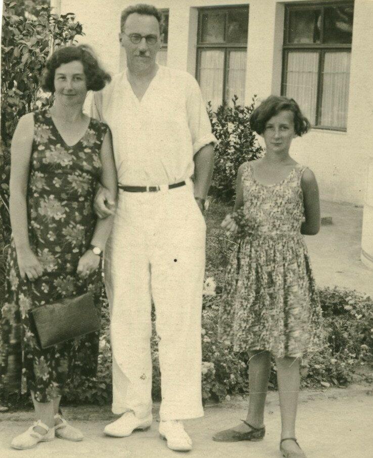 1935. Т.Г. Мейстер, Людмила Абрамовна и Георгий Карлович Мейстер.Сочи, санаторий Наркомзема СССР