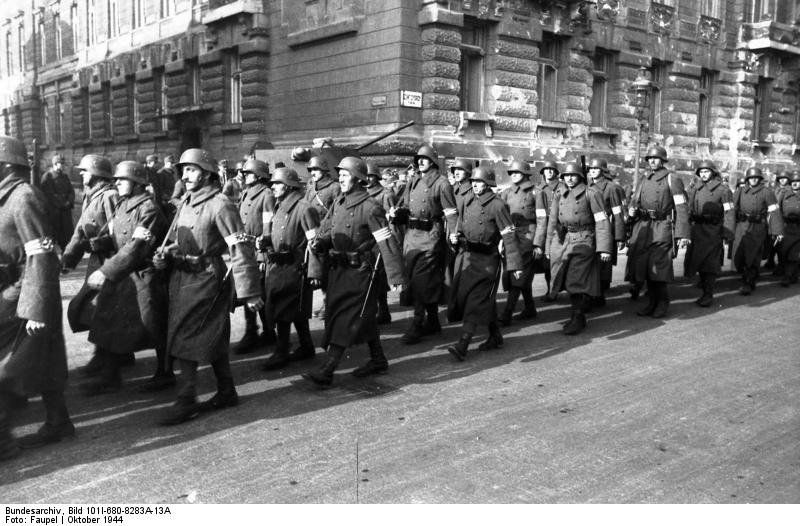 Budapest, marschierende Pfeilkreuzler